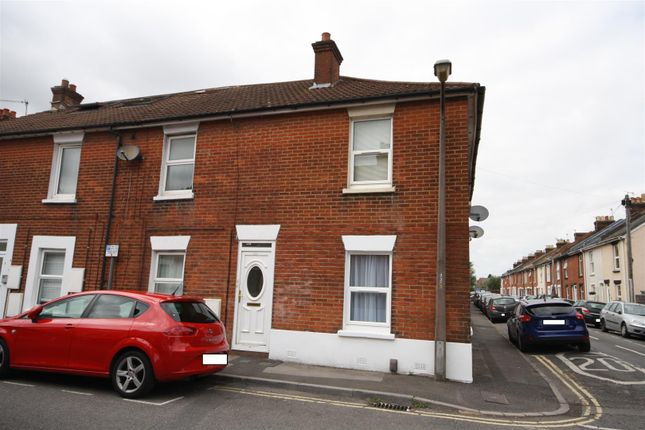 Thumbnail Flat to rent in York Road, Salisbury