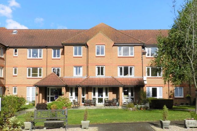 1 bed flat for sale in Winterbourne Court, Bracknell RG12