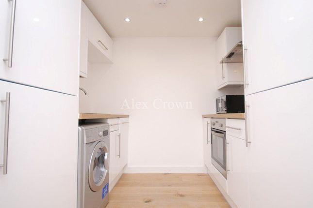 Flat to rent in Berwick Road, London
