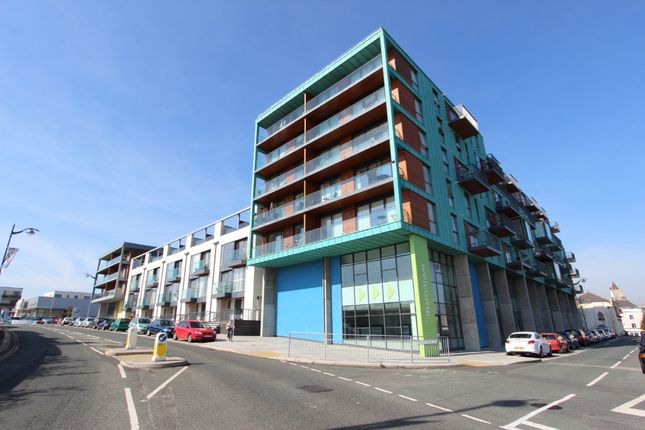 Thumbnail Flat to rent in Phoenix Street, Plymouth