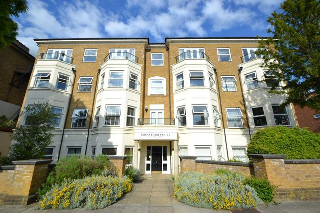 2 bed flat to rent in Avenue Elmers, Surbiton