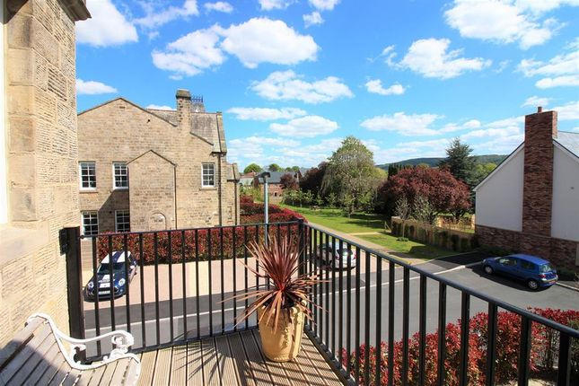 3 bedroom flat for sale in Mellor Close, Wharfedale Park, Otley