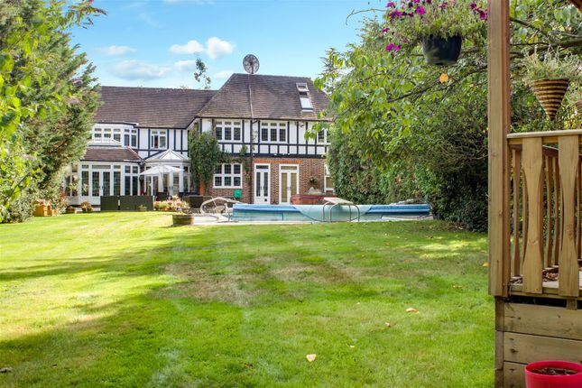 Thumbnail Detached house for sale in Beech Hill, Hadley Wood