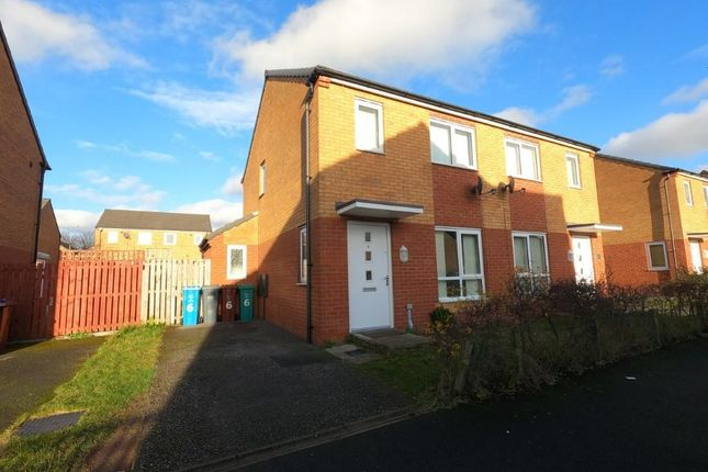 2 bed semi-detached house to rent in Chassen Close, Manchester M11