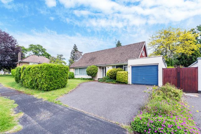 2 bed bungalow for sale in Chiltley Way, Liphook GU30