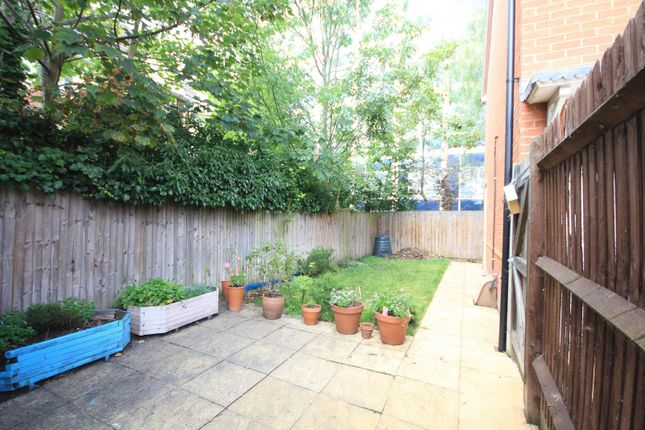 Garden of George Palmer Close, Reading RG2