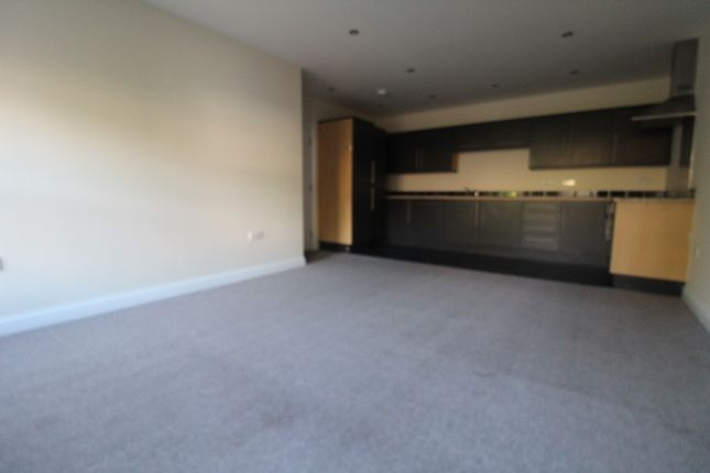 2 bed flat to rent in Wrotham Court, Wrotham Road, Gravesend, Kent DA11