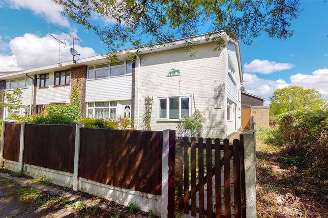 2 bed end terrace house for sale in Markhams Chase, Basildon SS15
