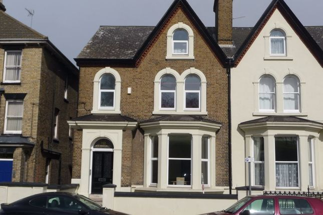 Thumbnail Flat to rent in New Road Avenue, Chatham, Kent