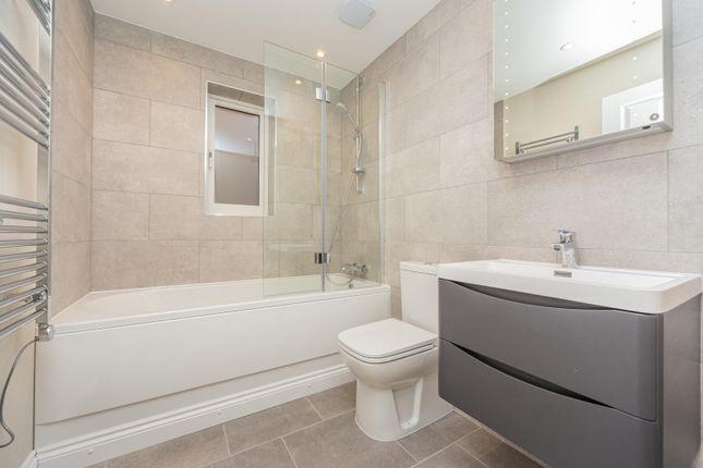 Family Bathroom of Abingworth Mews, Abingworth Crescent, Thakeham RH20