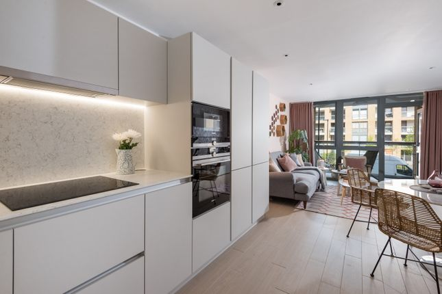 Thumbnail Flat for sale in Packington Square, Islington, London