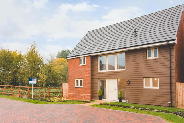 4 bedroom detached house for sale in Kingsdown Road, Upper Stratton, Swindon