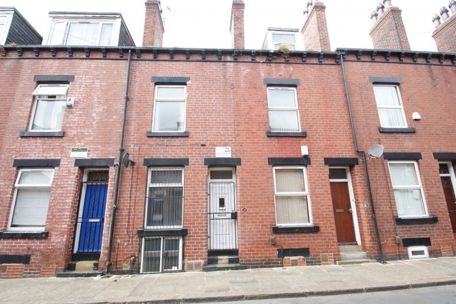 Terraced house to rent in Meadow View, Hyde Park, Leeds