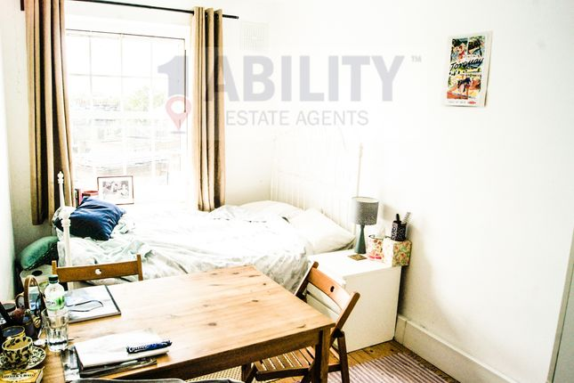 Thumbnail Flat to rent in Kennington Oval, London