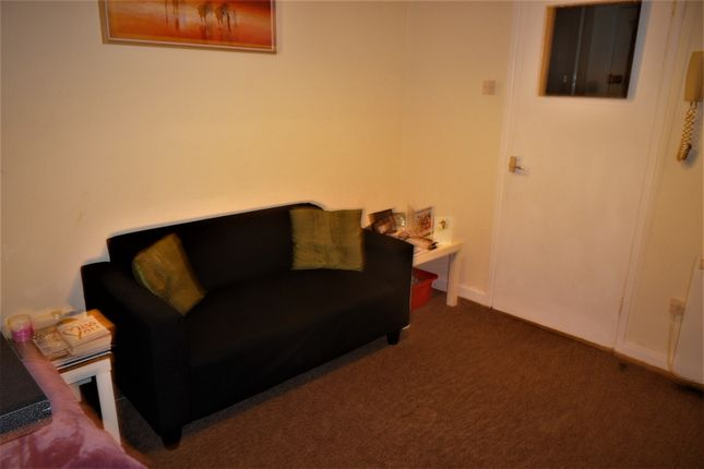 Thumbnail Flat to rent in Connaught Rd, Roath, Cardiff