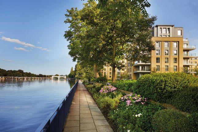 Thumbnail Flat for sale in Camera House, Pinewood Gardens, Teddington