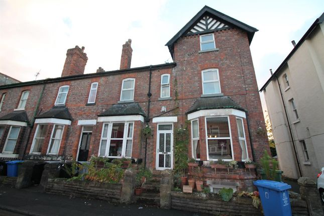 1 bed flat to rent in Gloucester Road, Urmston, Manchester M41