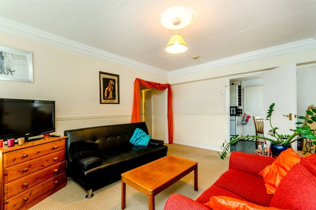 2 bed flat to rent in 4 Peel Close, Windsor SL4