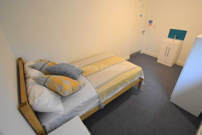 Thumbnail Property to rent in Allcroft Road, Reading