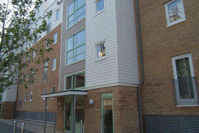 Thumbnail Flat to rent in Warren Close, Cambridge