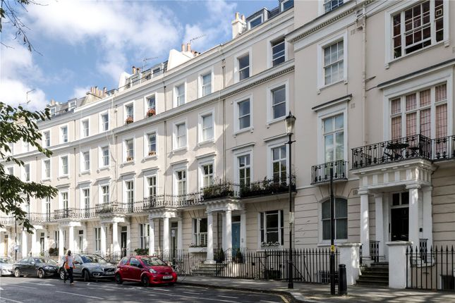 Thumbnail Terraced house for sale in Royal Crescent, London