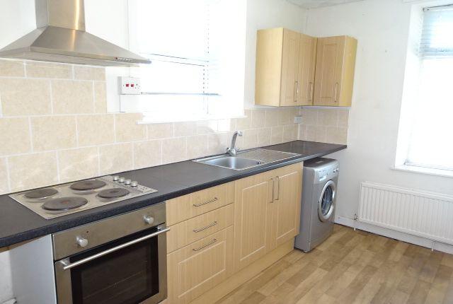 Thumbnail Flat to rent in Coedpenmaen Road, Trallwn, Pontypridd