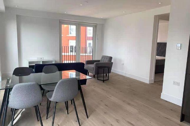 Thumbnail Flat to rent in Keybridge Tower, South Lambeth Road, London