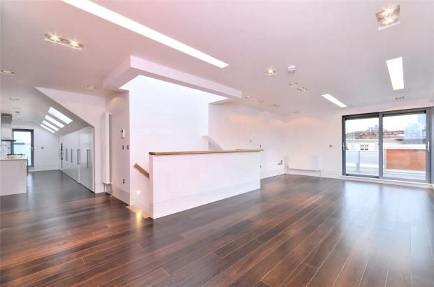 Thumbnail Flat to rent in Slingsby Place, St Martin's Courtyard