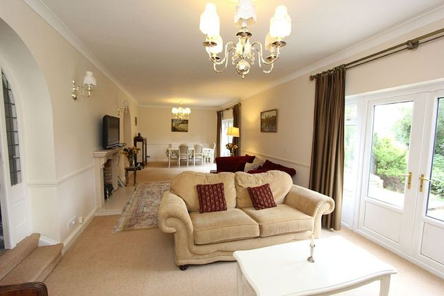 Thumbnail Detached house for sale in 13, Clifton Drive, Oundle, Northamptonshire