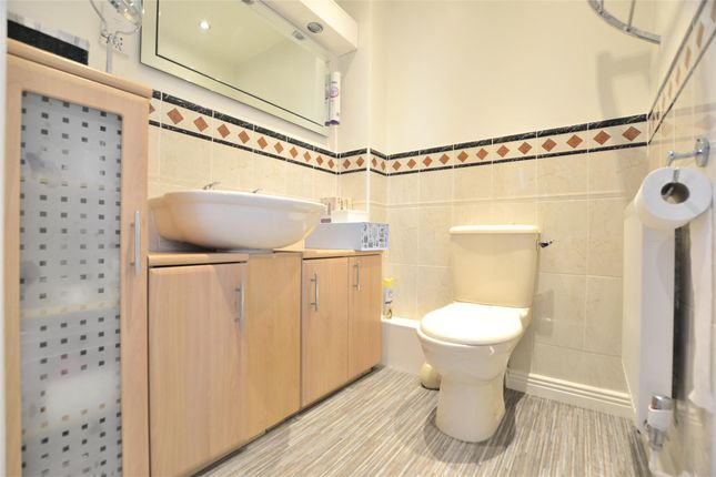 En Suite of Rosedale Close, Hardwicke, Gloucester GL2