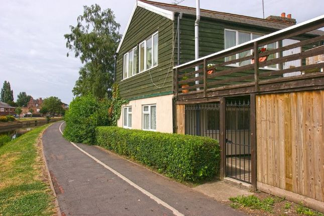 Thumbnail Flat to rent in Albion Street, Spalding