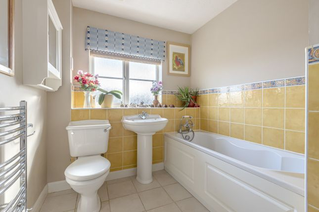 Family Bathroom of Turnpike Way, Ashington RH20