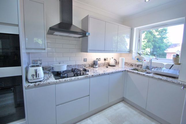 Thumbnail Flat to rent in Bloxworth Close, Wallington
