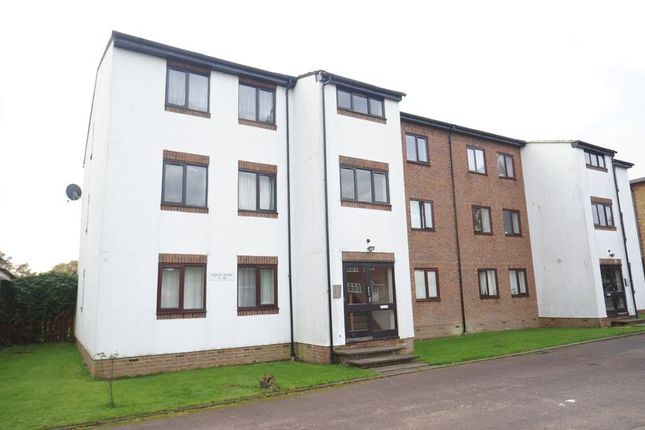 Thumbnail Flat for sale in Queens Drive, Abbots Langley