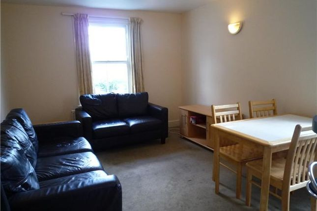 Thumbnail Shared accommodation to rent in Flat 2, 33 Mill Rd, Cambridge