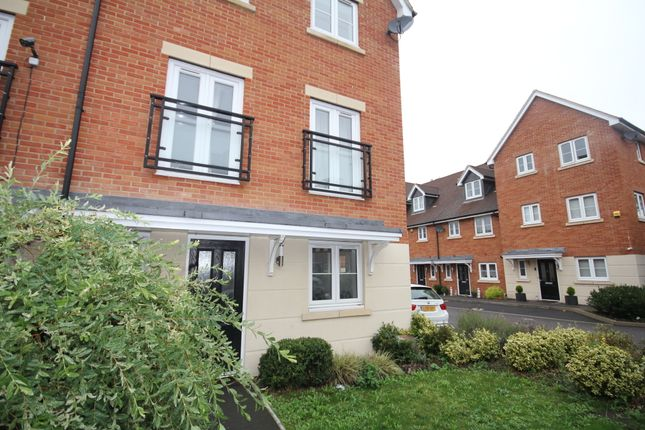 Thumbnail Semi-detached house to rent in Meyers Close, Slough