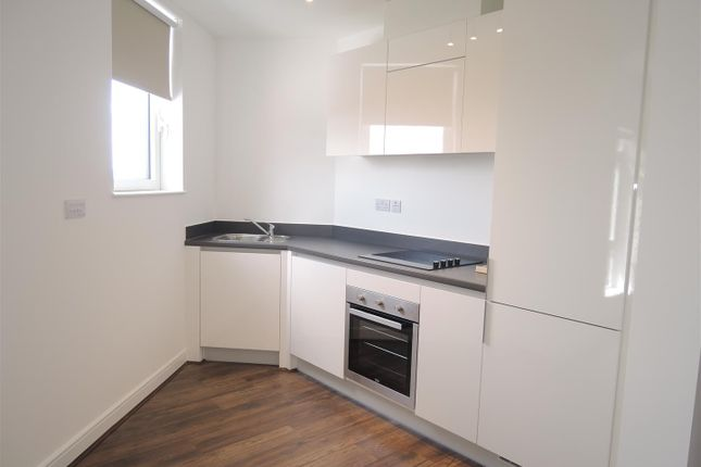 Thumbnail Flat to rent in Waterfront West, Brierley Hill