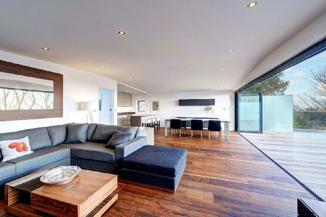 Thumbnail Flat for sale in Kempton House, Cholmeley Park, Highgate Village