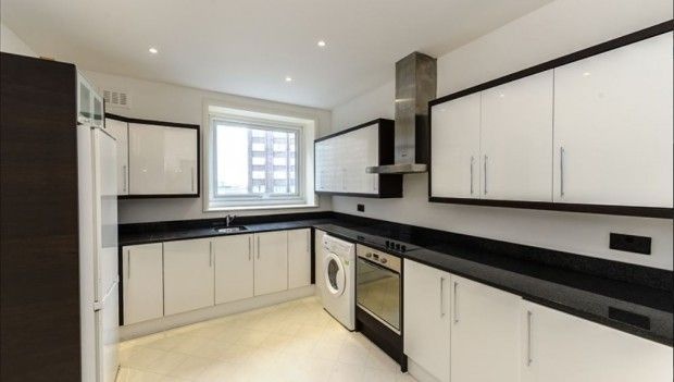 Thumbnail Terraced house to rent in Strathmore Court Penthouse A, Strathmore Court, London