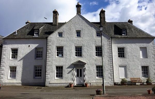 4 bed maisonette to rent in Aberdour House, Hewitt Place, Aberdour.