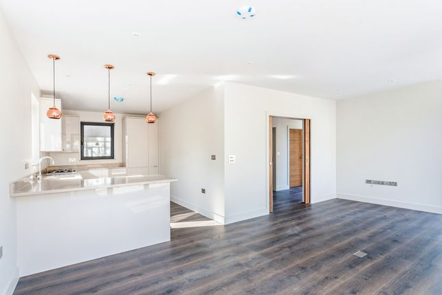 Thumbnail Detached house to rent in Selwyn Road, New Malden