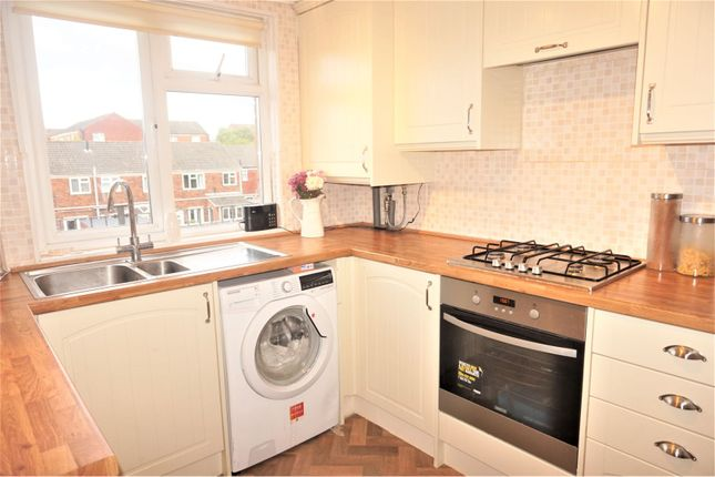Thumbnail Maisonette to rent in Gerald Square, Alton