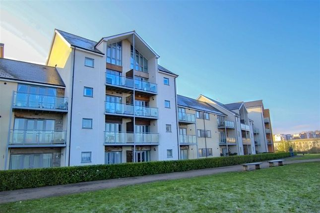 Thumbnail Flat for sale in Kittiwake Drive, Portishead, Bristol