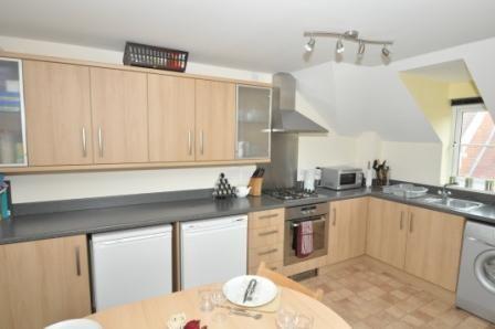 Thumbnail Flat to rent in Spiro Close, Pulborough