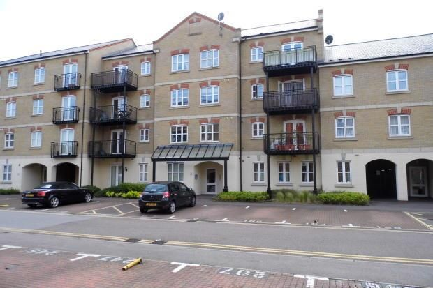 2 bed flat to rent in Coxhill Way, Aylesbury