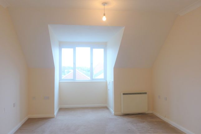 Thumbnail Flat to rent in Maple Court, Station Road, Hayling Island, Hampshire