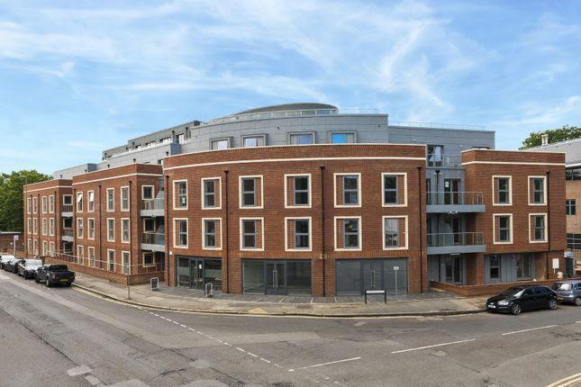 Thumbnail Flat for sale in The Landmark, Queens Road, Weybridge