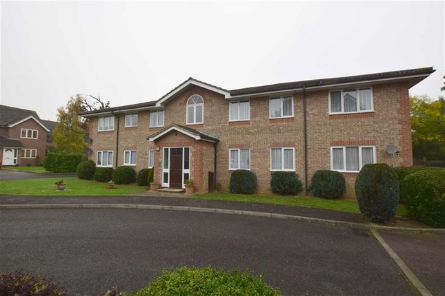 Thumbnail Flat for sale in Alnwick Close, Langdon Hills, Basildon, Essex