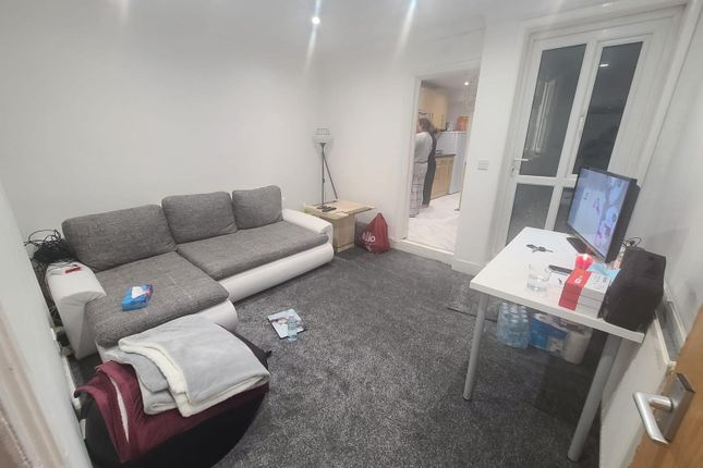 Thumbnail Shared accommodation to rent in Brighton Road, Reading