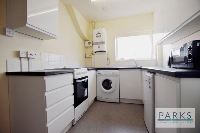Thumbnail Shared accommodation to rent in Lower Bevendean Avenue, Brighton